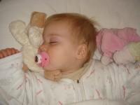 wiegendood, veilig slapen, huilen, stress, baby, gastouder